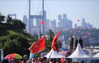 Vatandaşlar 15 Temmuz Şehitler Köprüsü'ne yürüyor