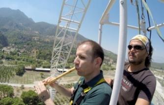 Görme engelli öğretmenin 'bangee jumping' heyecanı