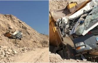 Hafriyat kamyonu 20 metre yükseklikten aşağı devrildi: 1 ölü