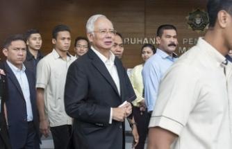 Malezya'da eski Başbakan Necip kefaletle serbest bırakıldı