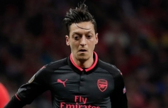 Mesut Özil'den 'Hello Brother' mesajı