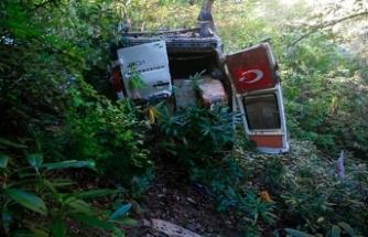 Minibüs 200 metrelik uçuruma yuvarlandı: 3 ölü, 3 yaralı