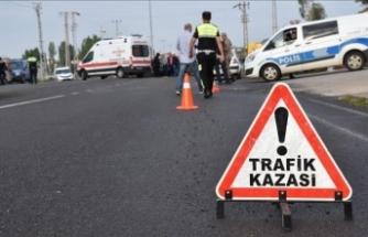 Kayseri'de düzensiz göçmenleri taşıyan minibüs devrildi: 2 ölü, 19 yaralı