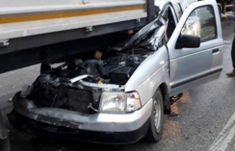 Kazada hurdaya dönen kamyonetten yara almadan kurtuldu