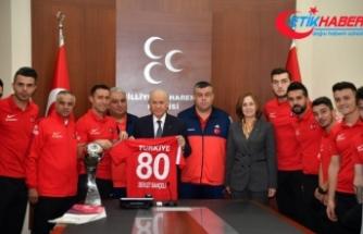 MHP Lideri Bahçeli, Ampute Milli Futbol Takımını kabul etti