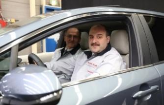 Varank, Toyota Corolla'nın Türkiye'de üretilen ilk hibrit otomobilini test etti