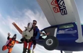 102 yaşında paraşütle atladı