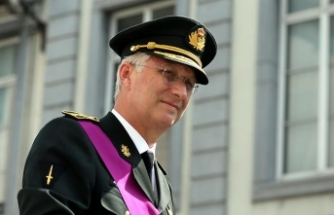 Belçika Kralı bakanların istifalarını kabul etti