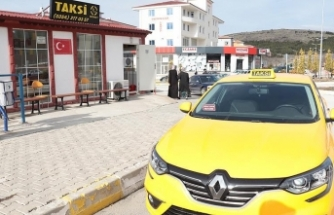 Kaçırıldığını zannederek taksiden atlayan kadın ağır yaralandı
