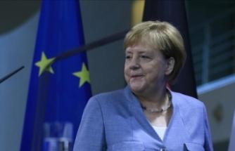 Almanya Başbakanı Angela Merkel: İngiltere Başbakanı'nın önerilerini bekliyoruz