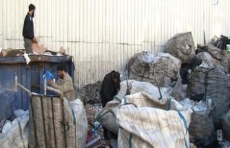 İstanbul sokaklarının yabancı uyruklu kağıt toplayıcıları