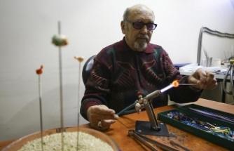80 yaşındaki Taif dedenin 'gençlik aşısı' cam sanatı