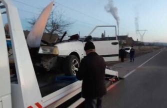 Otomobil, park halindeki TIR'a çarptı: 1 ölü, 1 yaralı