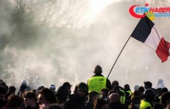Sarı yeleklilerden Fransa'daki rafinelerde blokaj eylemi