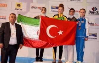 'Türk bayrağını öne çıkardığım için gururlu ve mutluyum'