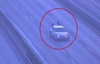 D-100'de kaza sonrası aracın arkasında duran 2 kadına otomobil çarptı