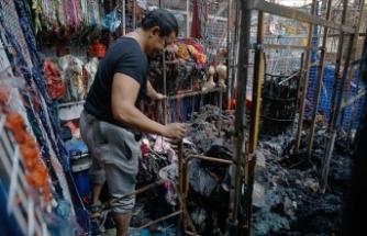 Malezya'da pazar alanında çıkan yangında 30 dükkan yok oldu
