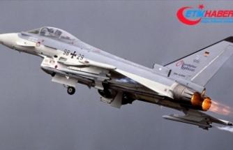 Almanya'da 2 savaş uçağı havada çarpıştı