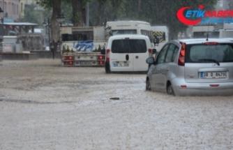Kayseri'de sağanak sele neden oldu
