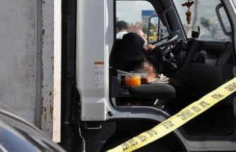 Gazete dağıtım şirketi şoförü araç içinde ölü bulundu