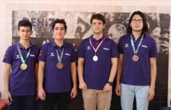 Liselilerin matematikteki başarısı olimpiyatlarda 4 madalya kazandırdı