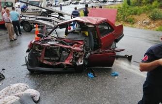 Antalya'da yolcu otobüsü ile otomobil çarpıştı: 1'i ağır 5 yaralı