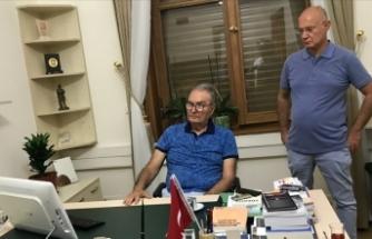 Baykal Meclis'te gazetecilerle sohbet etti
