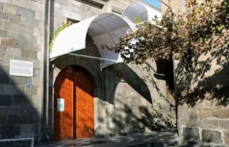 Kayseri'de Camii Kebir'in kapı üstlerine tente yapılması