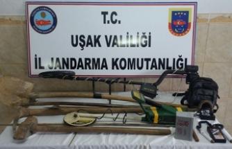 Uşak'ta kaçak kazı yapan 8 kişi gözaltına alındı