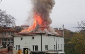 Bursa'da bir caminin çatısı alev alev yandı