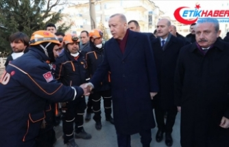 Cumhurbaşkanı Erdoğan: Geçmişten bu yana birçok depremler yaşadık ama bu millet sabırla bunları aşmasını bildi