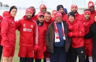 Fenomen simitçi Ahmet Yaşin, Sivasspor antrenmanında