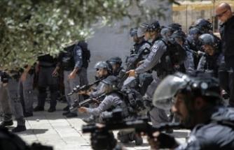İsrail polisinden Mescid-i Aksa'ya baskın