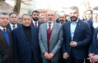 MHP heyeti Doğanyol'da depremzedelerle buluştu