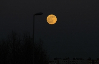Yılın ilk ay tutulmasından önce dolunayın parlaklığı dikkat çekti