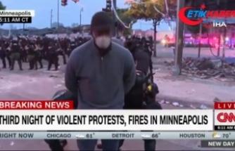 ABD'de siyahi muhabir, protestolardan canlı yayın yaparken gözaltına alındı