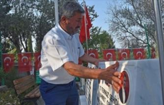 15 Temmuz'da şehit edilen ikiz polisler mezarları başında anıldı
