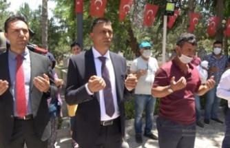 Halisdemir'in kardeşi, mezar başında ağabeyine dua etti