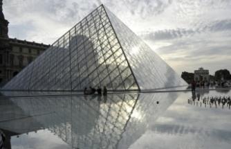 Louvre Müzesi yeniden ziyarete açıldı