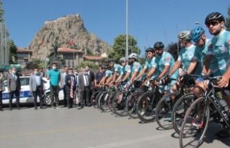 Ömer Halisdemir 4. Ulusal Bisiklet Turu'na katılanlar Afyonkarahisar'dan uğurlandı