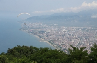 Ordu'daki Boztepe'de yamaç paraşütü uçuşları yeniden başladı