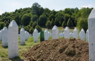 Srebrenitsa Soykırımı kurbanlarının defnedilmesiyle Potoçari'deki mezarlık sessizliğe büründü