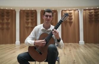 Genç gitarist Özberk Miraç Sarıgül 'Florida Gitar Yarışması'nda birinci oldu