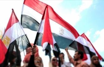 Mısır İdari Mahkemesi, Mursi'nin oğlu dahil 6 avukatı barodan ihraç etti