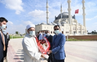 Başkan Erbaş, Lefkoşa'da Hala Sultan Cami Aile ve Gençlik Merkezinin açılışını yaptı