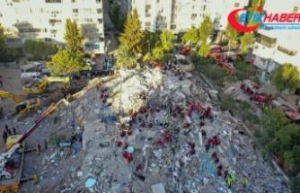 İzmir'de 17 saat sonra enkaz altındaki 3 kişiye daha ulaşıldı