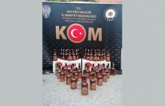 Kocaeli'de evlere kurulan imalathanelerde onlarca litre sahte içki ele geçirildi