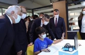 Milli Eğitim Bakanı Ziya Selçuk 97 kodlama atölyesinin açılışına katıldı