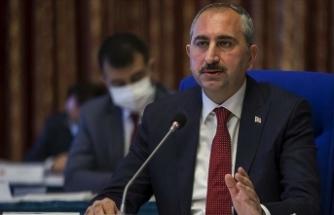 Adalet Bakanı Gül: Türk yargısı darbeci hainlerden hesap sormaya devam ediyor