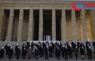 Milli Eğitim Bakanı Selçuk, 81 ilden gelen öğretmenlerle Anıtkabir'i ziyaret etti